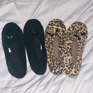 Shoes - 2 pair of slippers black and leopard xl 11…